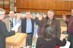 New town officials are sworn in by moderator Tim Clark, l-r: Sturdy Thomas, Dale Gabel, Elizabeth Walker, Rick MacMillan, and Arthur Sussman. Photo by Sally Shonk