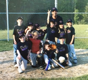 Little Sluggers from 2006 or 2007: Coach Jamie Kierstead. Back row: Jacob Reed, Anthony Brothers, Jonathan Thibeault (?), Doug White, Sarah Letourneau, Lauren Kierstead. Front row: Ben Graves, Cam Henke, Nick Graves, Cully Colantino. Thanks to Kenda Henke for this photograph.